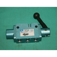 Mac, 180001-112-0003, Manual Hand Control Directional Valve 150psi NEW